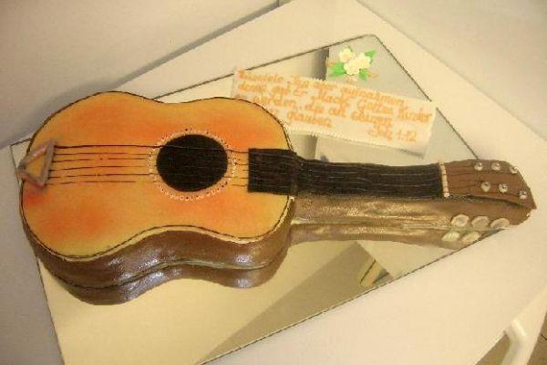 die-gitarre77D18150-03C2-5337-F0F0-A61BF292F0B0.jpg